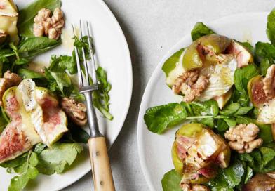 Grillezett camembert salátaágyon friss fügével